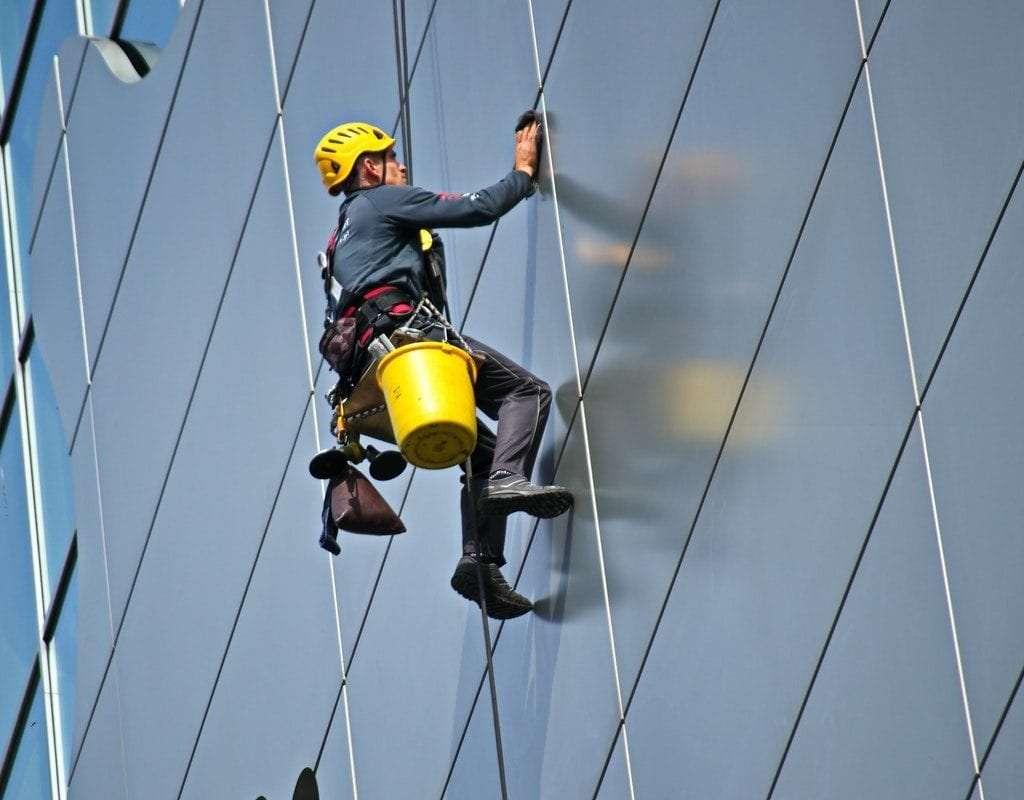 ציוד לעבודה בגובה - עמוס גזית